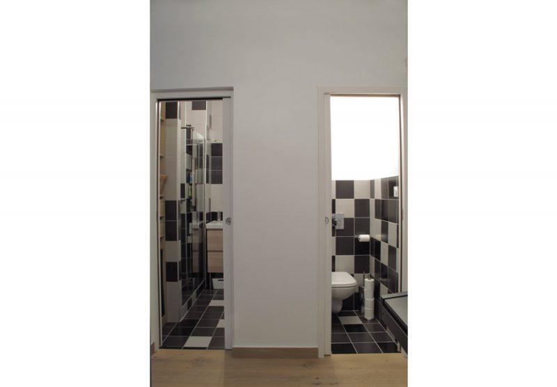 Salle de bain, WC séparés.