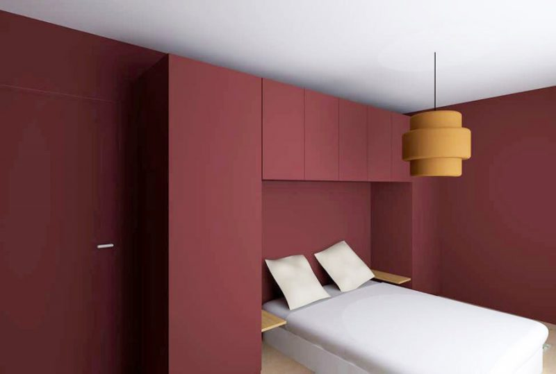 une chambre rouge